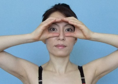 15-face-yoga-method-get-rid-of-forehead-wrinkles-2