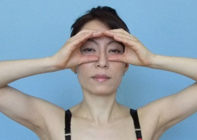 15-face-yoga-method-get-rid-of-forehead-wrinkles-3
