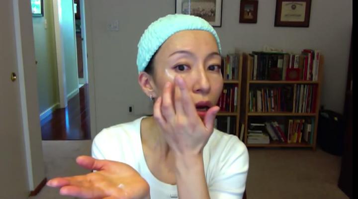 How To Apply Facial Moisturizer