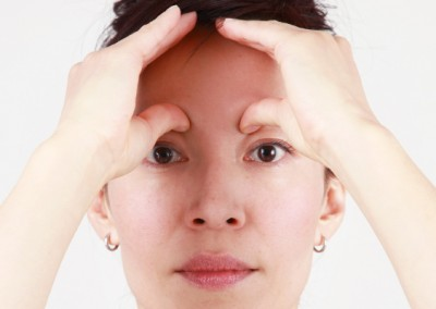 23-face-yoga-method-acupressure-push-headache-relief-3
