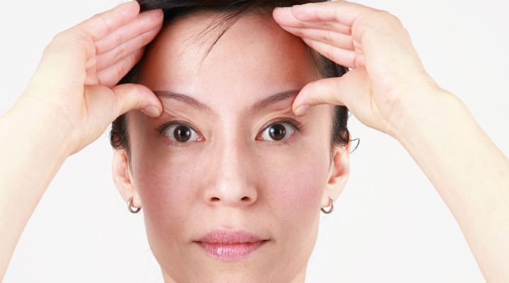 How To Do Acupressure Push For Instant Headache and Eye ...